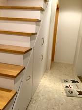 階段下収納DIY作品:扉を閉めた様子