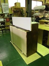 自作のバタフライ型のキッチンカウンター