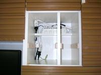 自作したAV多機能収納棚のコンセント収納部分