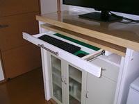 AV多機能収納棚に増設したキーボード用引出し、引き出した状態