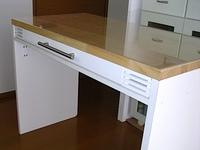 自作のAV多機能収納棚に増設したキーボード用引出しを追加したテーブル部分