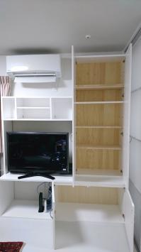 自作の壁面収納棚、扉を開いた状態