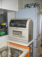食器洗浄機用の台