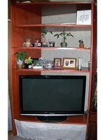 薄型テレビのコーナー収納棚(地震対策あり)