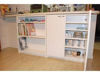 カウンター下本棚と食器棚の扉