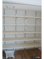 クローゼット収納の棚板