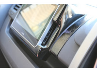 車載モニター用取り付け枠の横図
