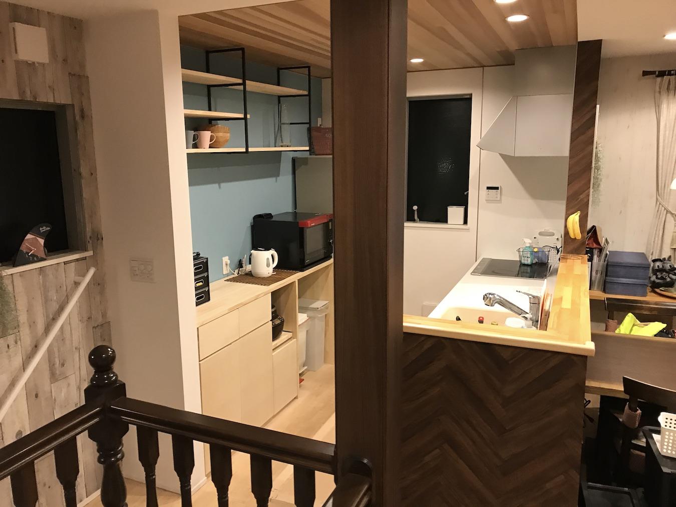 すっきりしたデザインの自作キッチン収納