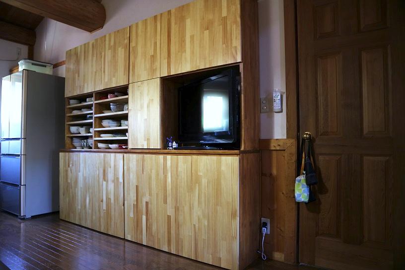 自作のリビングの大型壁面収納