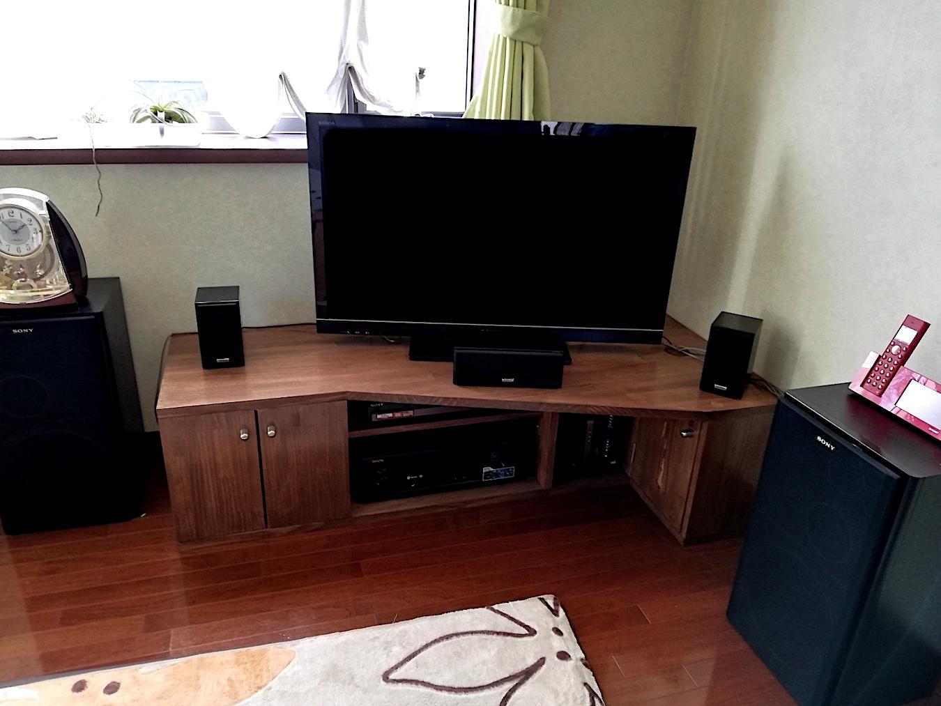 自作したコーナーテレビ台
